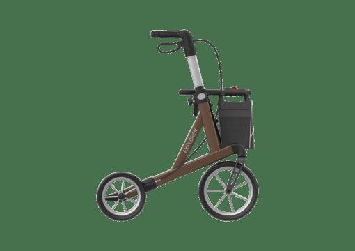 rollator met grote wielen en grote tas aan de voorkant