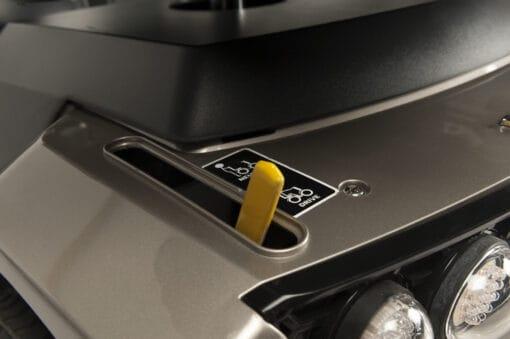 Mercurius 4D engine release lever