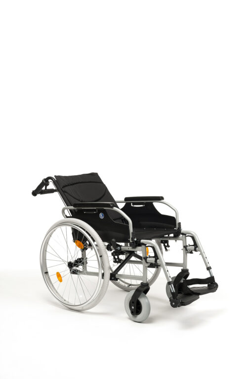 d200 rolstoel met rugleuning die je in 3 posities kan zetten