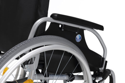 rolstoel d100 vermeiren met armleuningen scaled